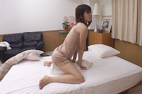 人妻の枕擦り付けオナニー